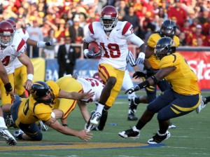 USC receiver Damian Williams evades Cal defenders on his way to a touchdown on a punt return in the second quarter. It was the Trojans' first special teams touchdown of the season.  - Photo by Dieuwertje Kast | Daily Trojan