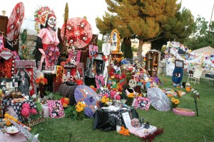 Momentos · Observers of Dia de los Muertos craft altars with marigolds, sugar skulls and photos for loved ones. - Amaresh Sundaram Kuppuswamy | Daily Trojan