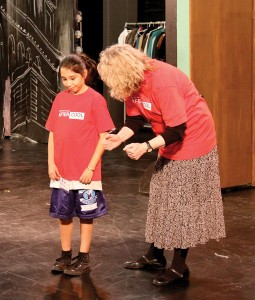 Hitting the mark · A teacher works with a student at the 24th Street Theatre, a program sponsored by the Good Neighbors Campaign, which is on track to meet its 2009 fundrasing goal. - Katelynn Whitaker   Daily Trojan
