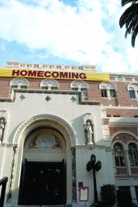 Coming home · Vendors around campus are preparing for  homecoming weekend, which will bring thousands of visitors to campus. - Vicki Yang   Daily Trojan