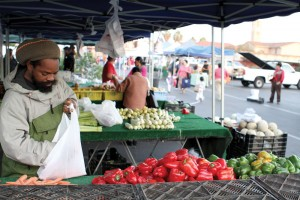 Farmville · A man shops for vegetables at the farmers' market located at Adams Boulevard and Vermont Avenue. The market, which is near St. Agnes Catholic Church, runs on Wednesdays from 2-5 p.m. - Amaresh Sundaram Kuppuswamy | Daily Trojan