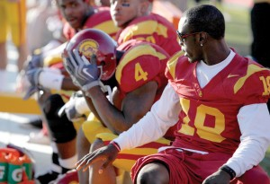 Headache · Injured receiver Damian Williams looks to console devastated running back Joe McKnight during the Trojans' lopsided loss to Stanford. - Mike Lee | Daily Trojan