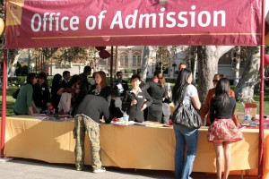 Making the grade · Prospective students talk to representatives for the Office of Admission at the Discover USC Fall Open House. The event, held Nov. 22, gave high school students a chance to learn about the university and the admissions process. - Dieuwertje Kast | Daily Trojan