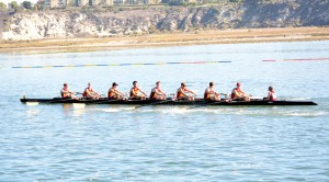 Comeback · The USC men's crew team overtook Orange Coast College at the Head of the Harbor regatta on Nov. 15 with 300 meters remaining. - Mannat Saini | Daily Trojan