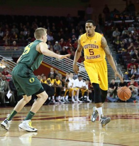 Tough break · Redshirt junior forward Ari Stewart had finally found a spot in interim head coach Bob Cantu's rotation when he broke his thumb. - Chris Pham | Daily Trojan