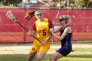 Off the mark · Freshman attack Caroline de Lyra (left) scored just one goal in USC's 16-11 defeat Sunday at the hands of Denver at McAlister Field. De Lyra is the team's leading scorer with 41 goals and 82 total points. - Ralf Cheung | Daily Trojan