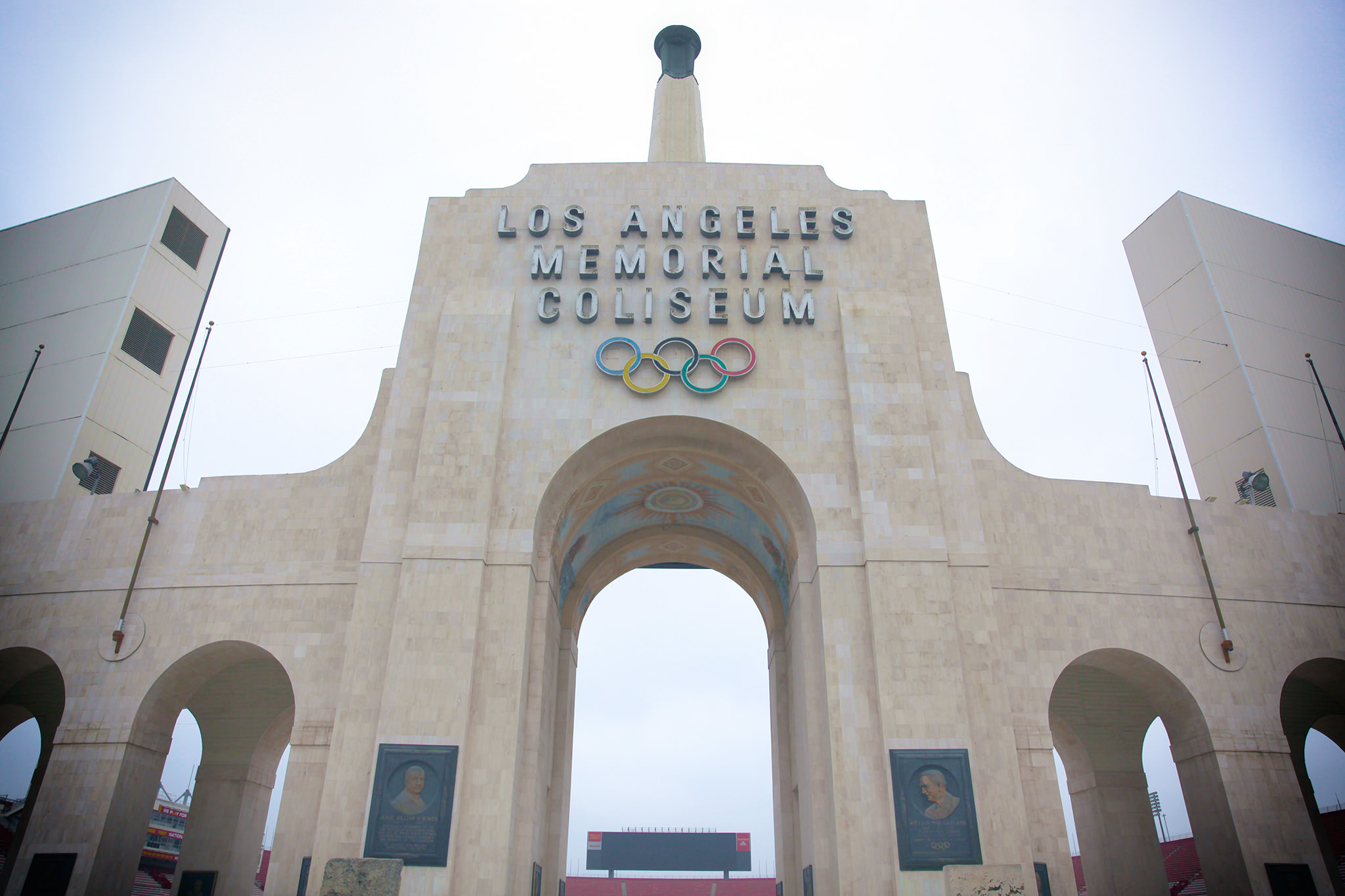 Usc City Officials Sign Lease On The Coliseum Daily Trojan