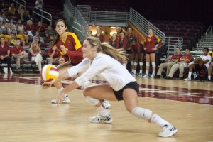 Digging it · Senior libero Natalie Hagglund, an Encinitas, Calif. native, now possesses USC's all-time dig record after tying and surpassing the record set by Debora Seilhamer late in the pivotal second set. - Ralf Cheung | Daily Trojan