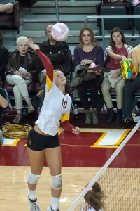 Not enough · USC senior outside hitter Sara Shaw posted 14 kills, 14 digs and one ace in the Women of Troy's 3-1 loss to Washington. - William Ehart | Daily Trojan