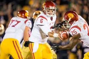 Handing away the game · Senior running back Silas Redd (right) had 112 yards and a touchdown, but the Trojans fell to the Fighting Irish. - Ralf Cheung | Daily Trojan