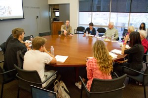 Roundtable discussion · On Tuesday, David Leonhardt met with students in the Geoffrey Cowan Forum in Annenberg. Leonhardt expressed to students the importance of  reporters telling more than just a story. - Austin Vogel | Daily Trojan