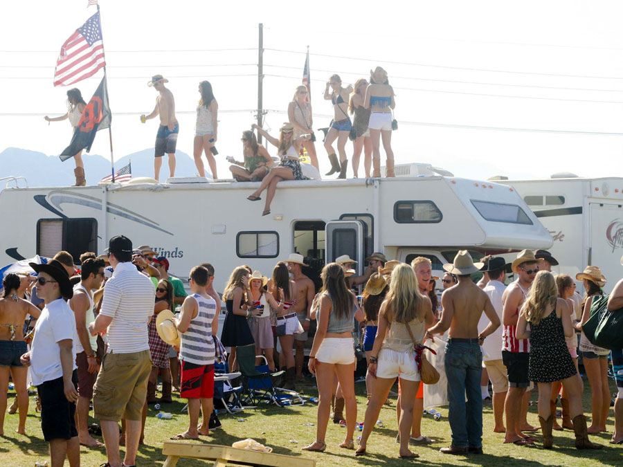 Country Music Festival Takes The Desert Daily Trojan