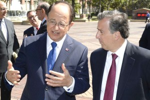 Southern neighbors · President C.L. Max Nikias (left) talks with the Mexican Sectary of Foreign Affairs, Jose Antonio Meade (right), outside Hahn Plaza. - Gus Realas/USC