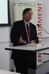 """White lies · Investigative journalist Charles Lewis (above) speaks at the """"Investigating Power and the Future of Truth"""" forum on Thursday.  - Christine Yoo 