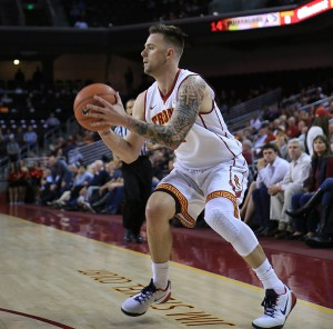 Kenneth Rodriguez-Clisham | Daily Trojan Close but no cigar · Redshirt sophomore guard Katin Reinhardt had his best game in a Trojan uniform since transferring from UNLV, but his team was unable to get the win.