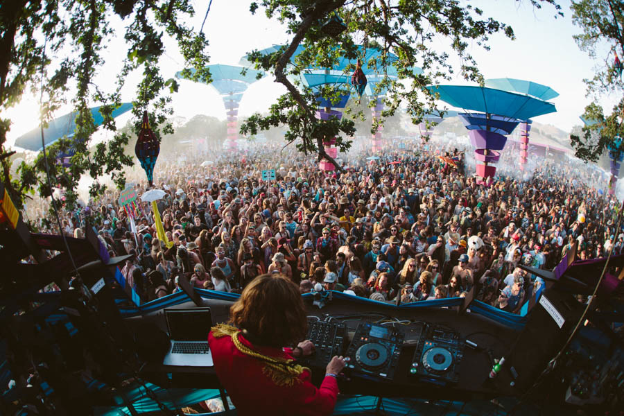 Thomas Jack at the Woogie Stage at Lightning in a Bottle, 2015. Anastasia Velicescu | Daily Trojan