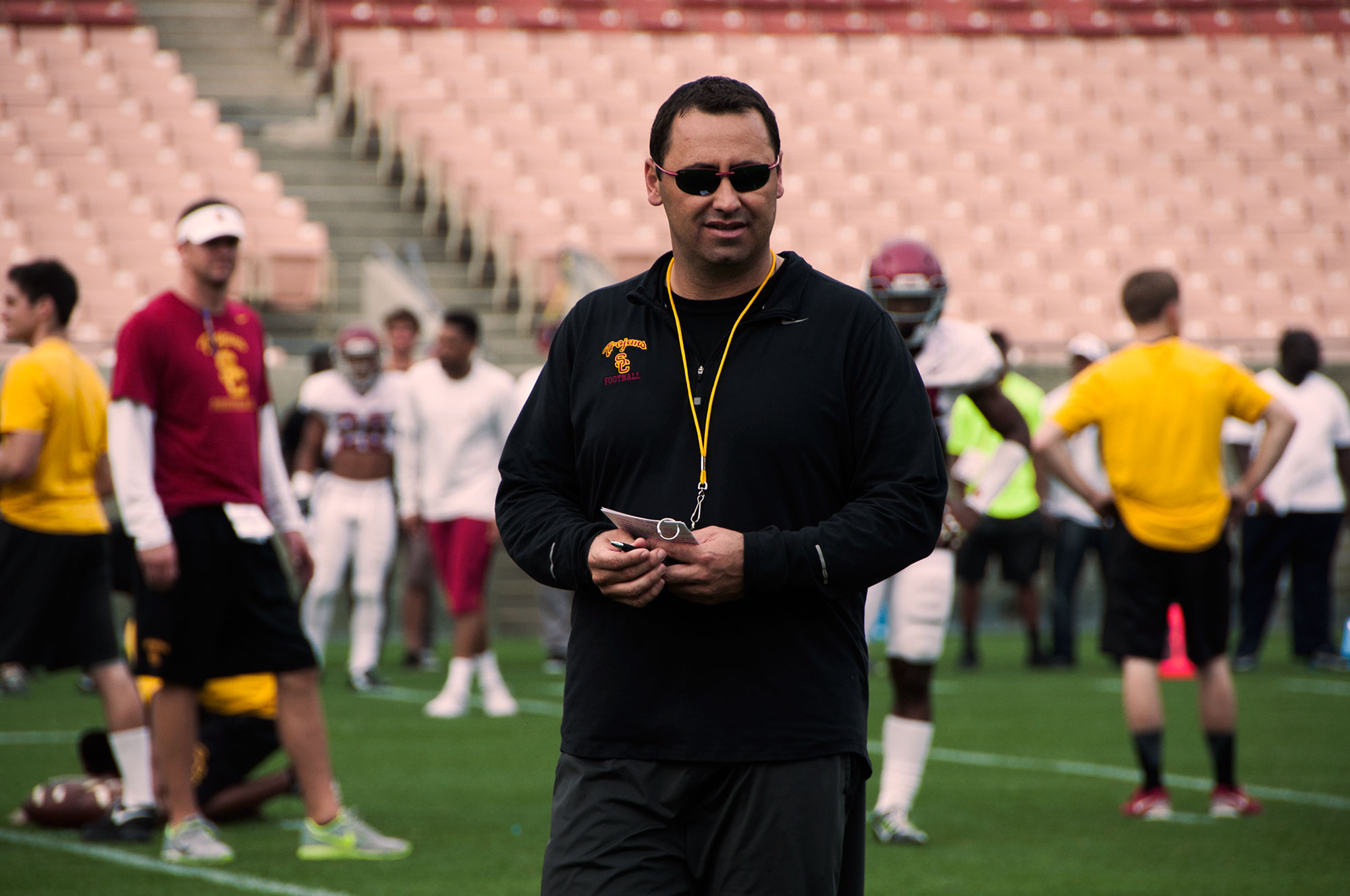Sorry Sark · Head coach Steve Sarkisian issued an apology after using inappropriate langauge and exhibiting unsuitable behavior at an event on campus for alumni and donors over the weekend.  Mariya Dondonyan   Daily Trojan