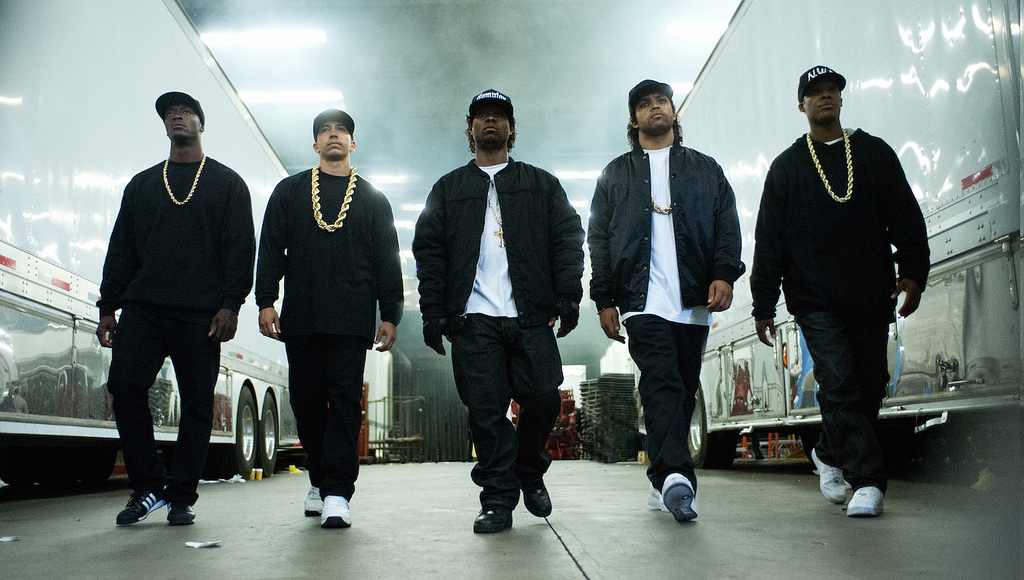 Straight Outta Compton Brings Back 90s Gangster Rap Daily Trojan