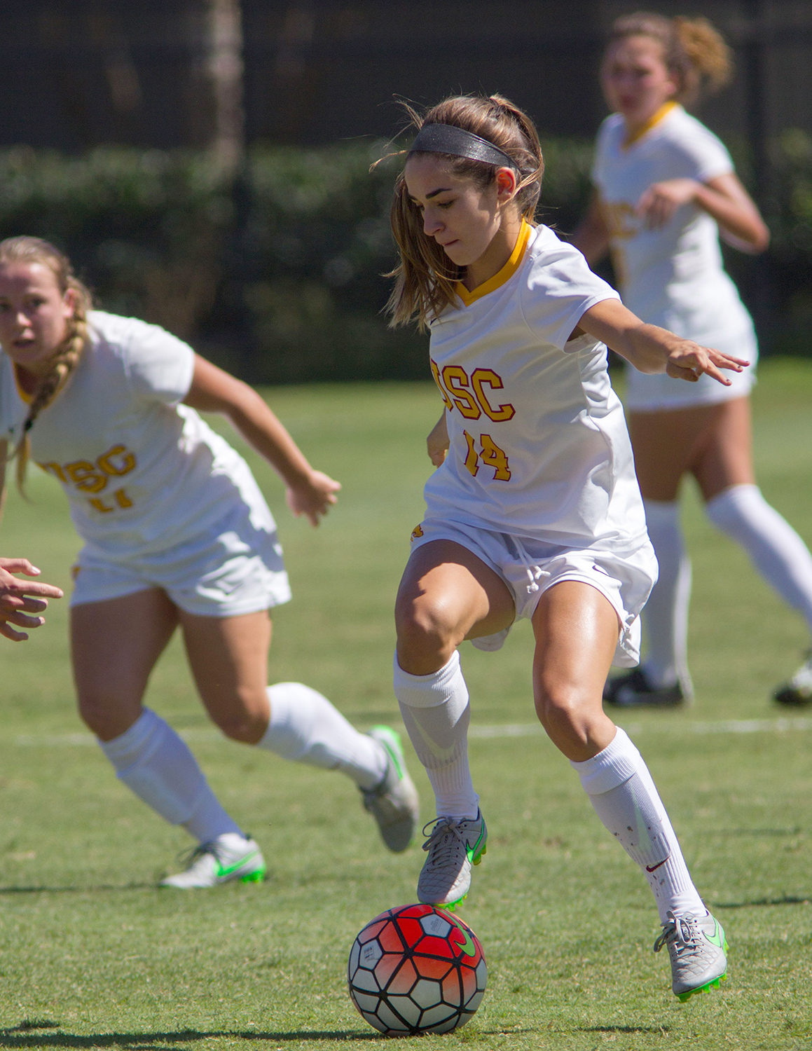 Gals and goals · The women's soccer team will be trying to find the back of the net more often in Pac-12 Conference play after totaling just 13 goals through 10 games to begin the regular season.  - Brian Ji   Daily Trojan