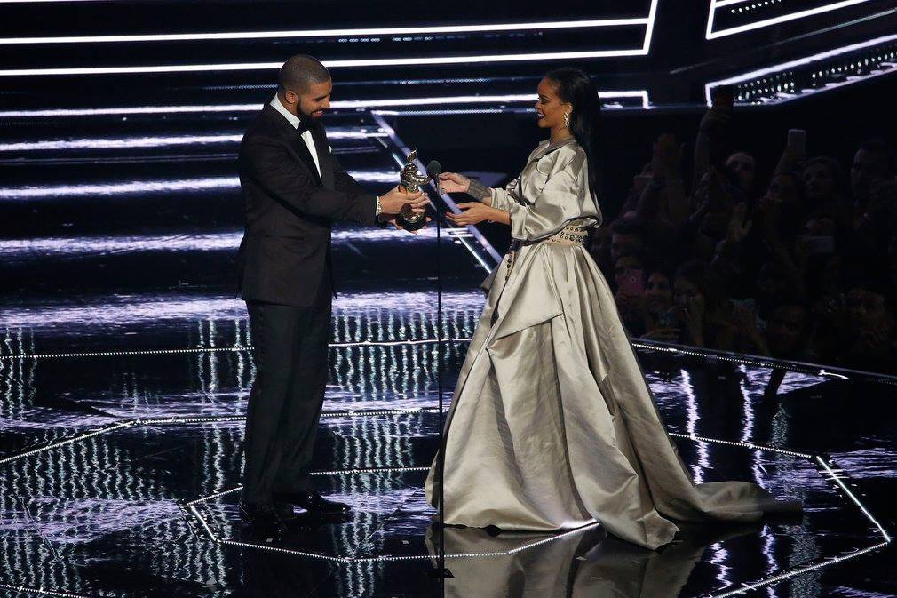 """Photo courtesy of Madison Square Garden Work, work, work, work, work ·  Canadian rapper Drake (left) presented the Michael Jackson Video Vanguard Award to girlfriend Rihanna (right). The two collaborated together on the song """"Work."""""""