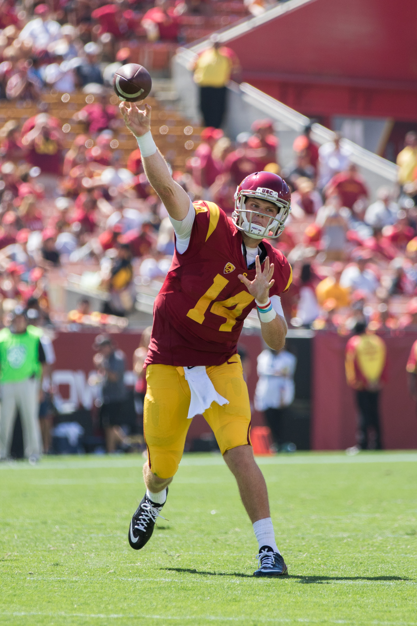 Nick Entin | Daily Trojan Redshirt freshman quarterback Sam Darnold received his fair share of playing time. Here, he slings one of his seven pass attempts.