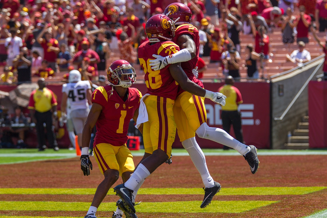 Adoree' Jackson celebrates with teammates after returning a punt 79 yards for a touchdown. USC defeated Utah State 45-7 on Saturday at the Coliseum - Brian Ji | Daily Trojan