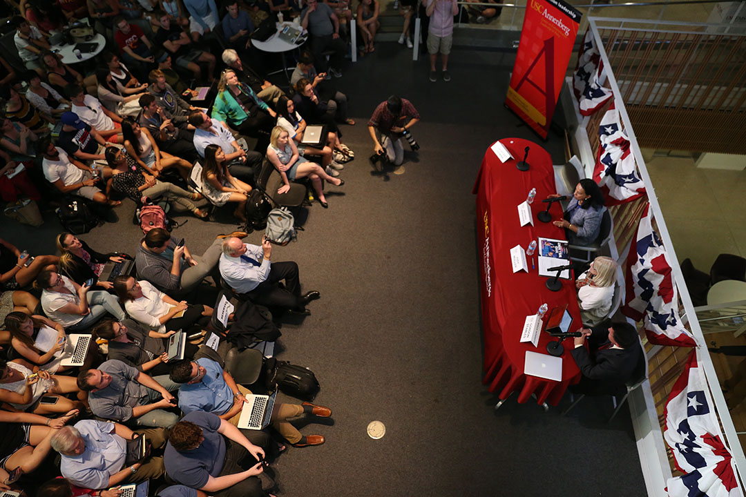 Katie Chin | Daily Trojan The great debate · Viewers gathered at Wallis Annenberg Hall for the first presidential debate Monday evening. Candidates Hillary Clinton and Donald Trump discussed their positions on topics like the economy, immigration and gun control.