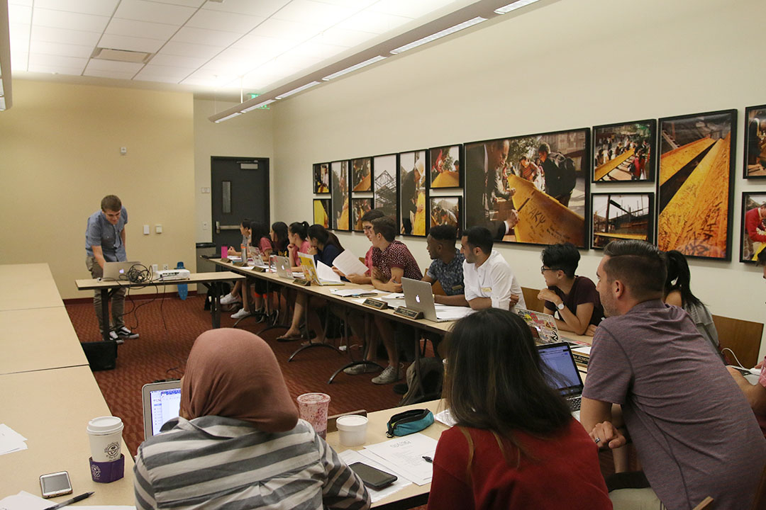 Napa Aramthanapon | Daily Trojan Power to the people · USG Senators considered an amendment to the bylaws during Tuesday's meeting at the Ronald Tutor Campus Center.