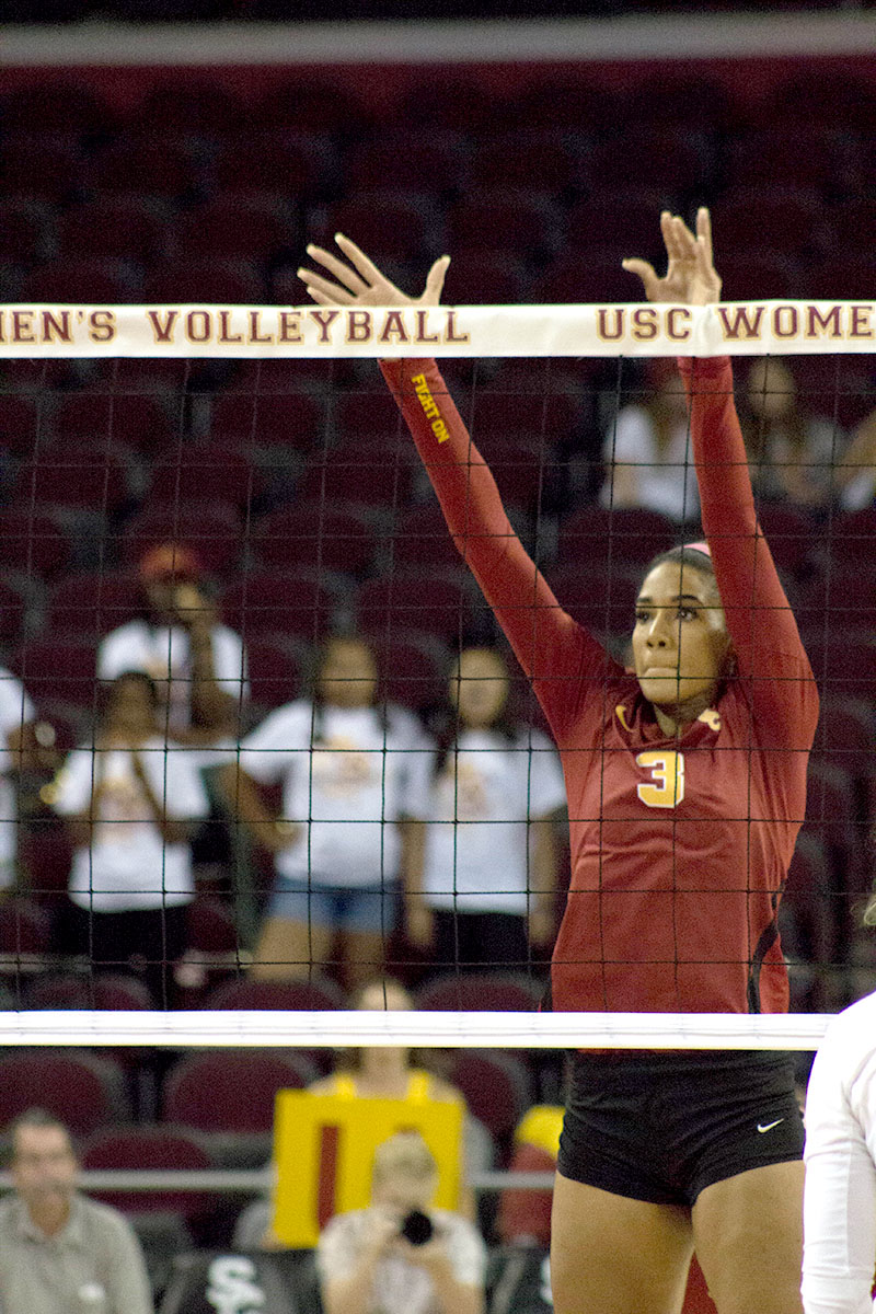 Kyleen Hengelhaupt | Daily Trojan Standing tall · Junior outside hitter Niki Withers had 13 kills in USC's loss on Wednesday. The Women of Troy face Washington on Friday.