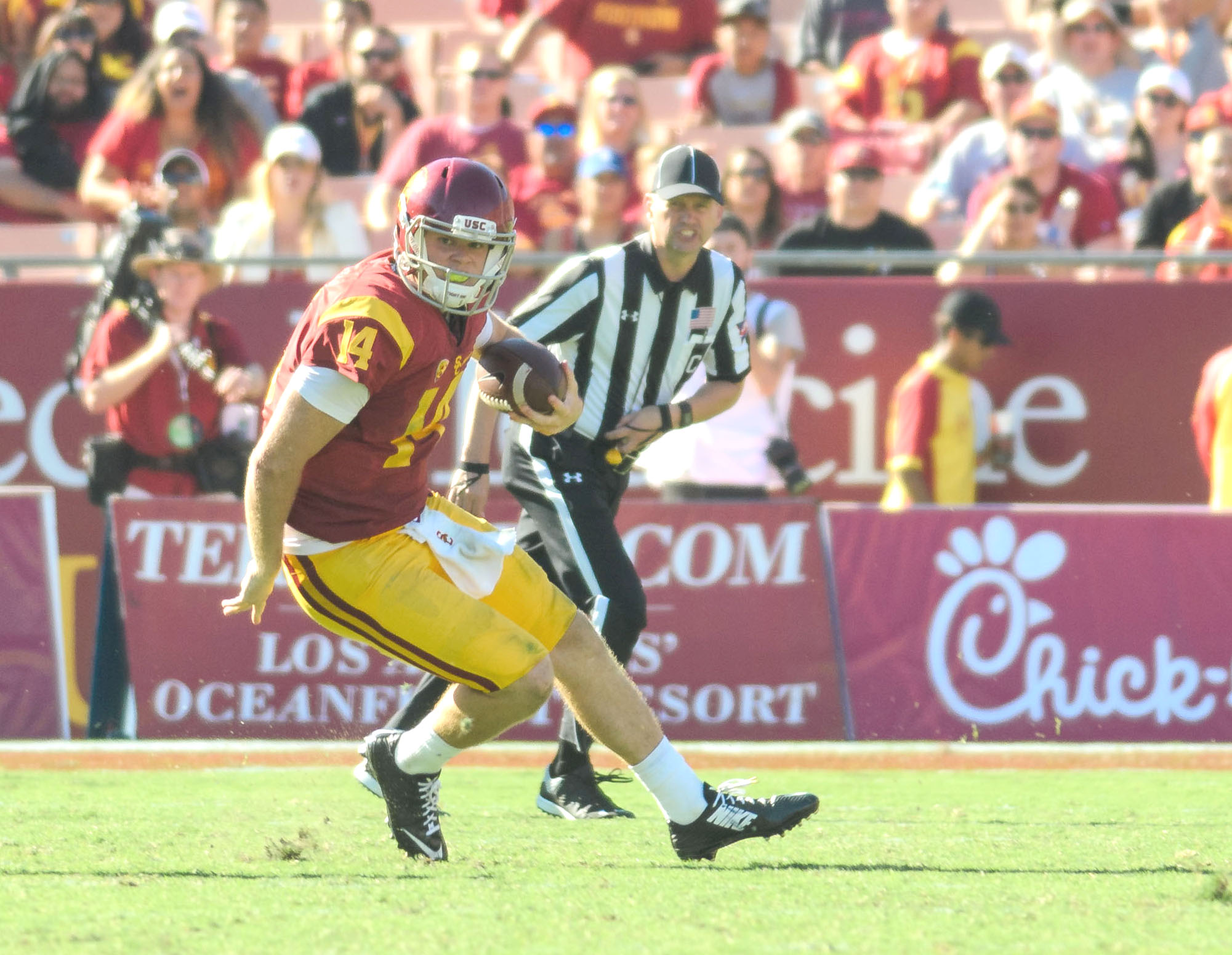 Benjamin Dunn | Daily Trojan Eyes on the prize · Despite ranking eighth in the nation in passer rating, redshirt freshman quarterback Sam Darnold has three fumbles.