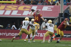 Sam Darnold throws a pass in the win over Notre Dame - Nick Entin | Daily Trojan