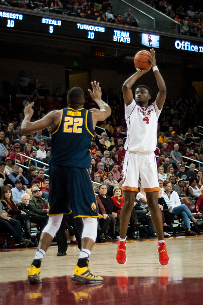 Men's basketball falters, falls late to Cal | Daily Trojan