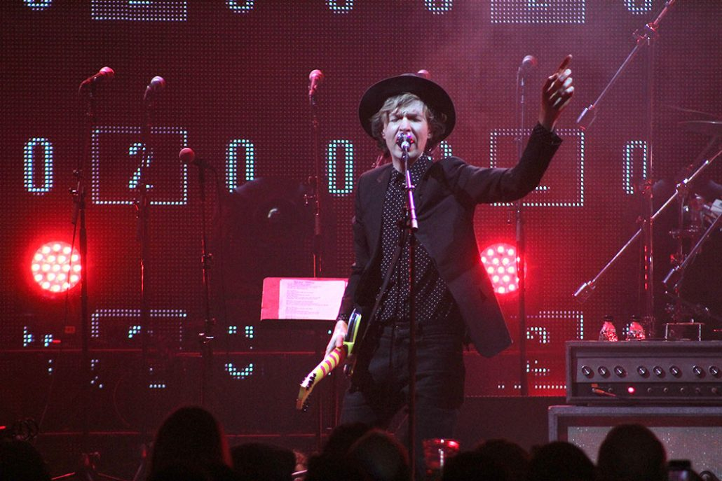 Review Beck Concert Unites Los Angeles Community Daily Trojan