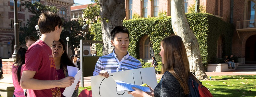 Students write postcards to US Congress | Daily Trojan