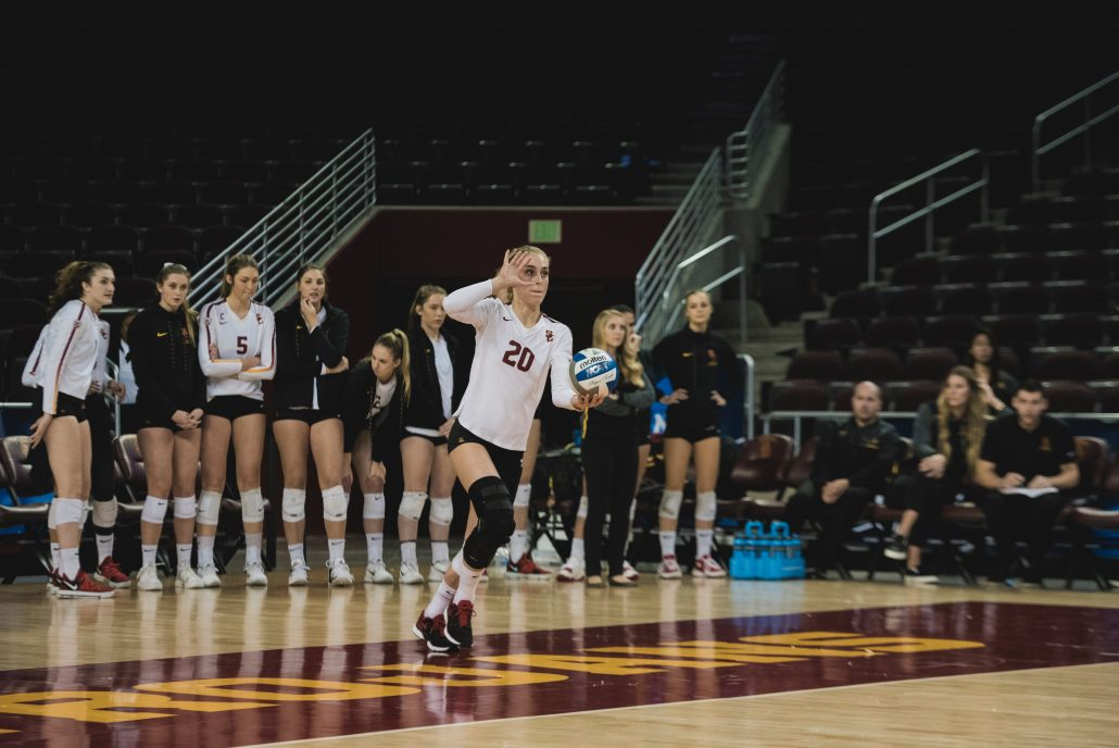 Women's volleyball beats San Diego, moves on to third ...