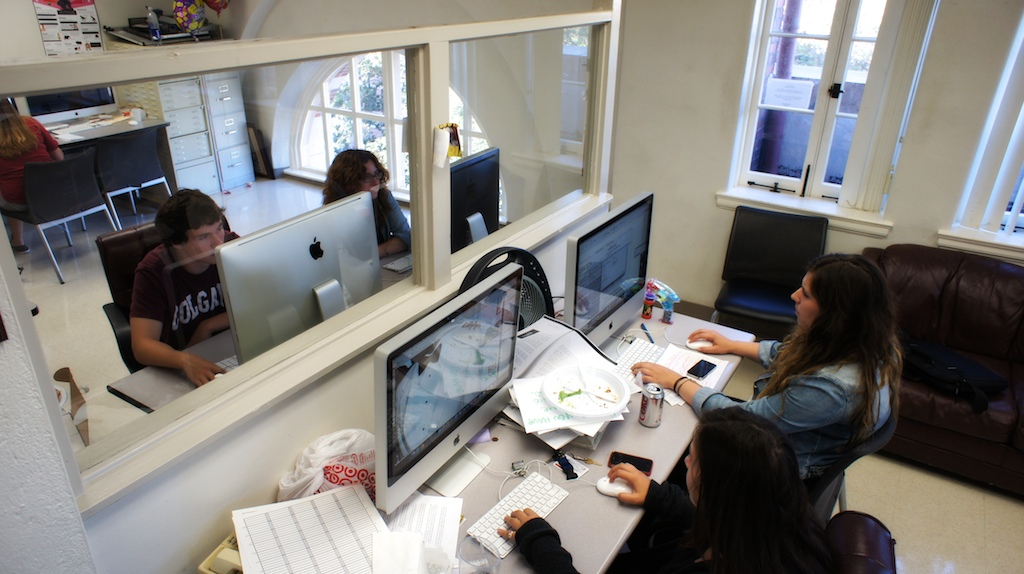 Students work on computers at the Daily Trojan newsroom.