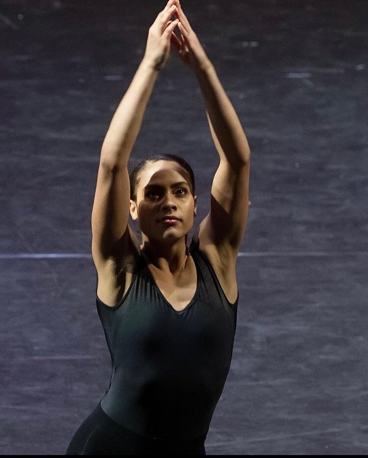 Photo of Anja Tempel dancing.
