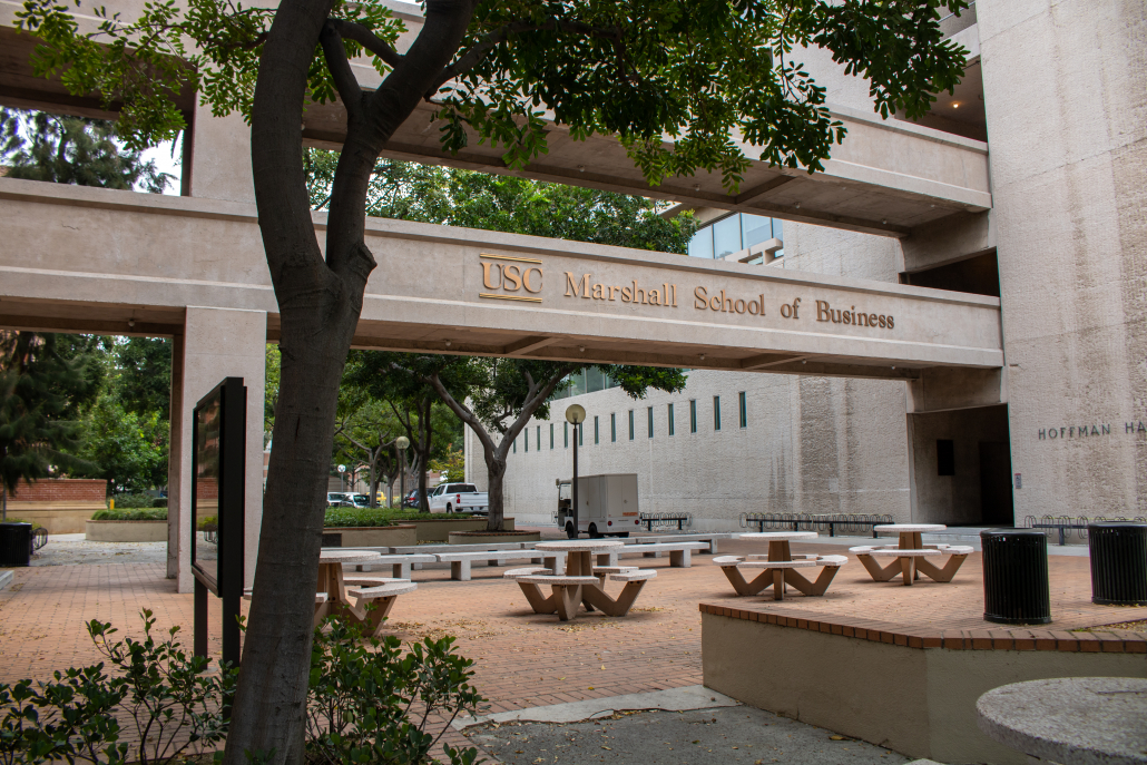 Photo of USC Marshall School of Business's outside sitting area.